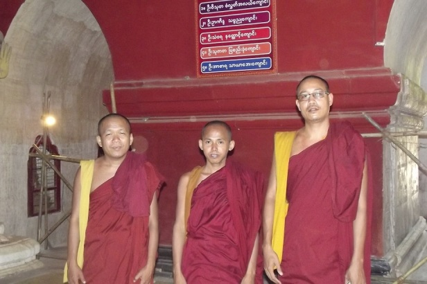 monks-in-myanmar